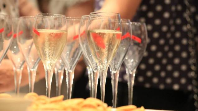 11-Champagne-and-nibbles